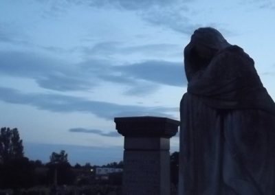 weeping-figure-at-dusk-18-07-15
